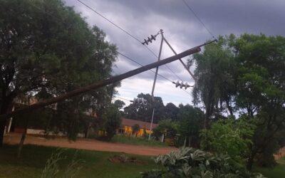 ENERGIA ELÉCTRICA: EL SERVICIO SE VIÓ AFECTADO DEBIDO A LA CAIDA DE POSTES DE ENERGIA DE MISIONES